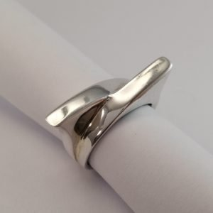 r Rings - 8.4mm Pointy Cross Over